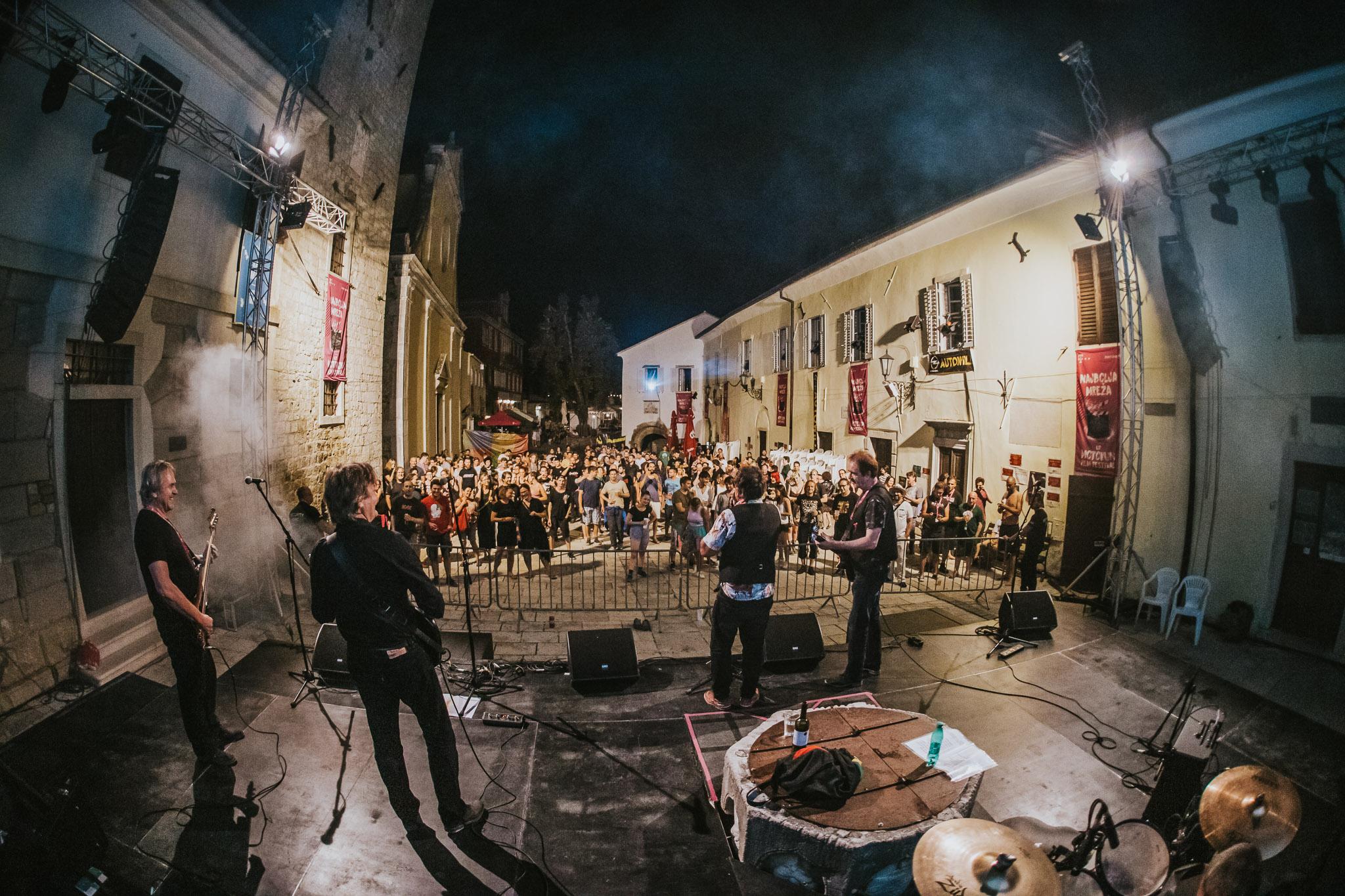 Motovun 2021: Koncerti, Buzetske premijere i Svjetska premijera filma o turizmu s turistima od kartona